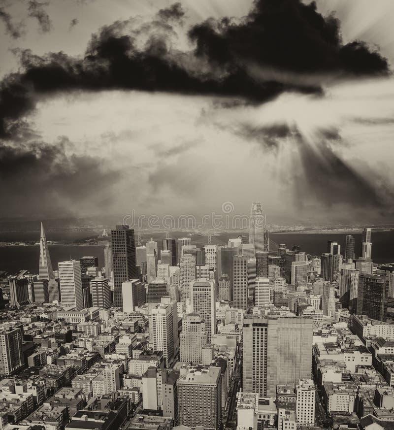 Download Orizzonte Aereo Di San Francisco Dall'elicottero Su Un'estate Soleggiata D Fotografia Stock - Immagine di vista, commercio: 117980022