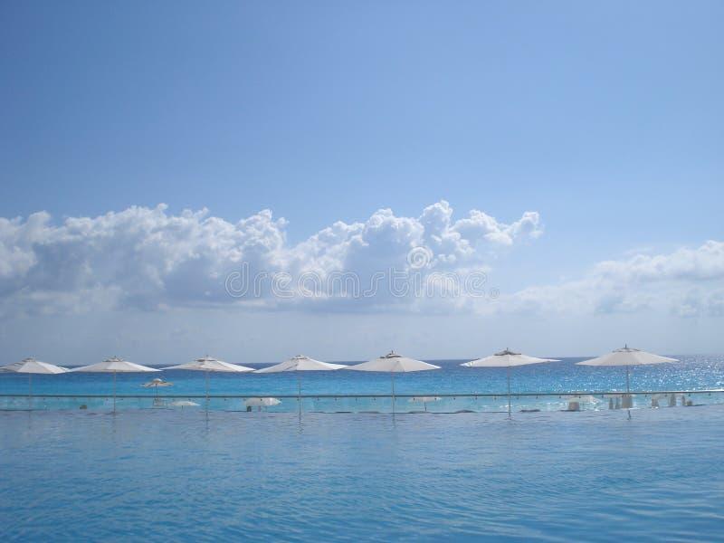 Orizzonte blu dell'oceano fotografia stock