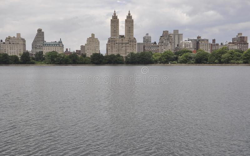 Orizzonte dal Central Park nel Midtown Manhattan da New York negli Stati Uniti fotografie stock
