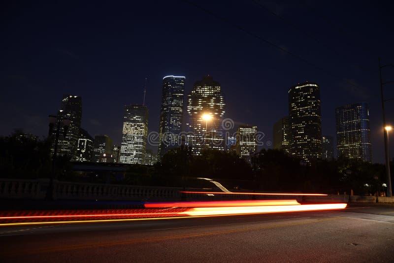 Orizzonte del centro di Houston alla notte fotografie stock