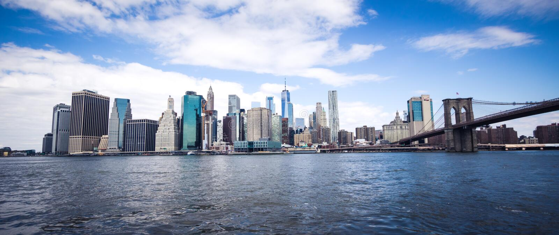 Orizzonte del centro panoramico di Manhattan, vista di New York, S.U.A. da Brooklyn immagine stock
