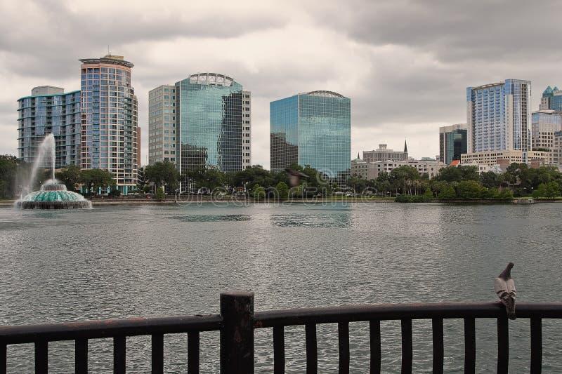 Orizzonte del lago Eola e di Orlando immagini stock libere da diritti