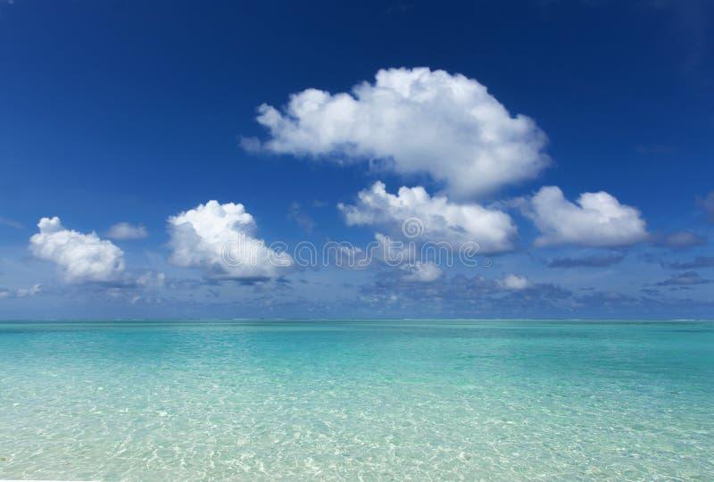 Orizzonte del mare e del cielo del turchese fotografia stock libera da diritti