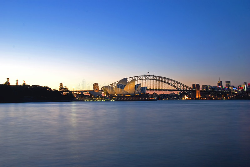 Orizzonte del porto di Sydney al crepuscolo fotografie stock