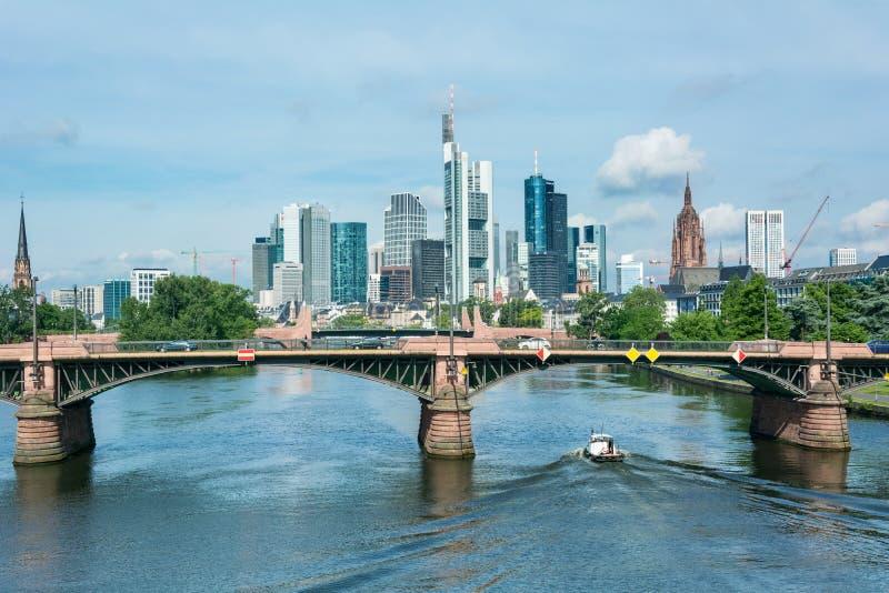 Orizzonte del ` s di Francoforte fotografia stock