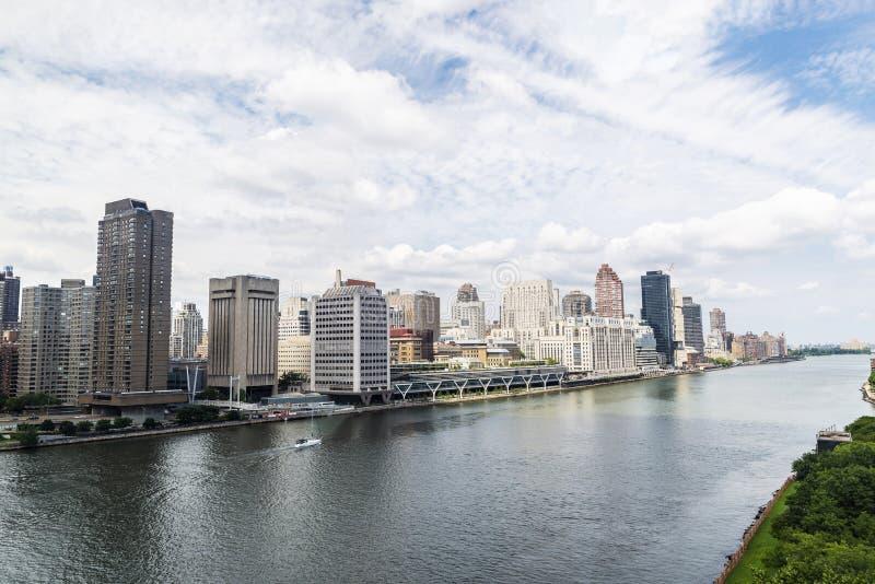 Orizzonte dell'Upper East Side ed il East River in New York, U.S.A. fotografia stock