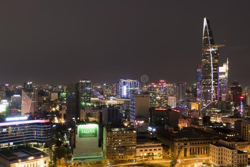 Orizzonte della città di Ho Chi Minh di notte, il Vietnam immagini stock