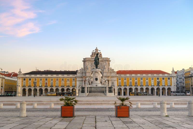 Orizzonte della città di Lisbona Portogallo al quadrato di commercio immagine stock