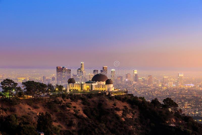 Orizzonte della città di Los Angeles e di Griffith Observatory fotografia stock libera da diritti