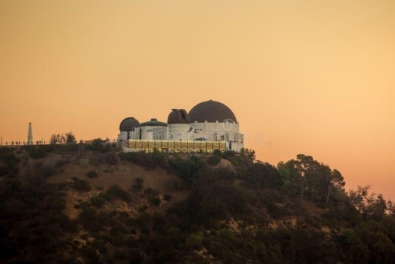 Orizzonte della città di Los Angeles e di Griffith Observatory a twiligh fotografia stock