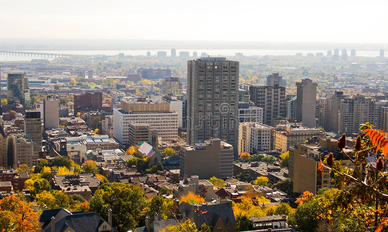 Orizzonte della città di Montreal di autunno fotografie stock