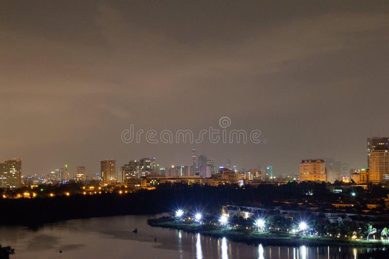Orizzonte della città di notte saigon immagini stock libere da diritti