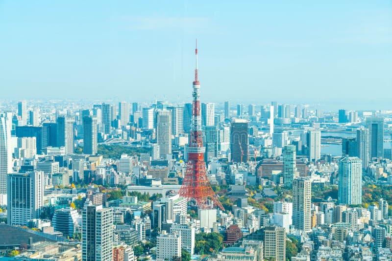 Orizzonte della città di Tokyo con la torre di Tokyo fotografie stock