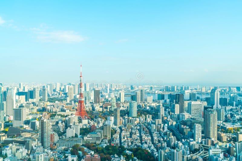 Orizzonte della città di Tokyo con la torre di Tokyo fotografia stock libera da diritti