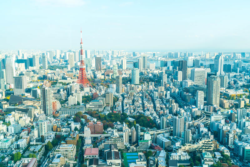 Orizzonte della città di Tokyo con la torre di Tokyo immagine stock