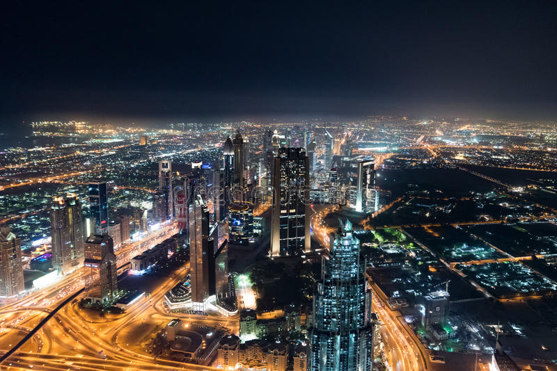 Orizzonte della Doubai alla notte fotografia stock libera da diritti