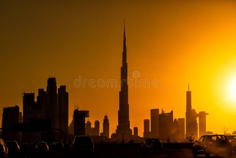Orizzonte della siluetta del Dubai Bello tramonto nel Dubai Gli Emirati Arabi Uniti fotografia stock libera da diritti