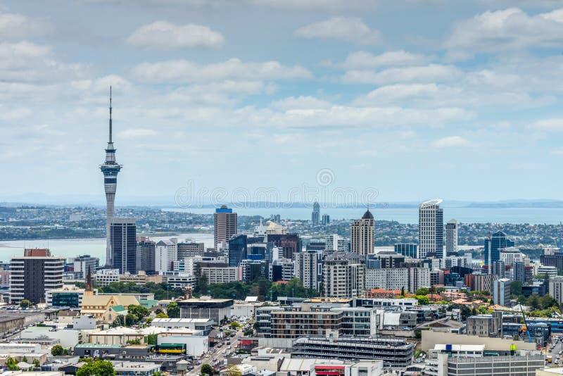 Orizzonte di Auckland dal supporto l'Eden fotografia stock