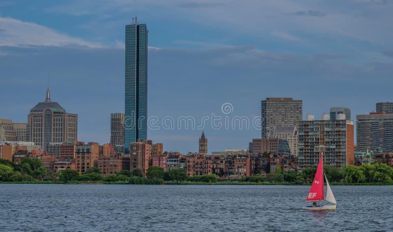 Orizzonte di Boston dal fiume immagini stock