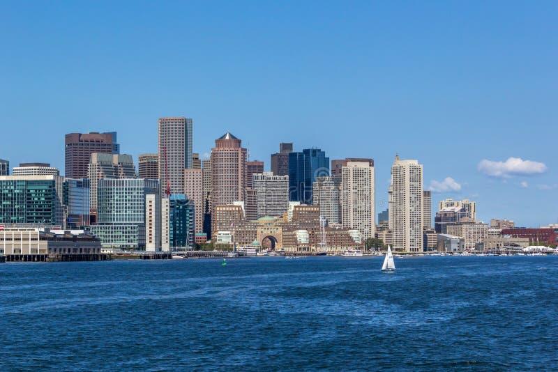 Orizzonte di Boston dalla barca del whalewatch fotografia stock libera da diritti
