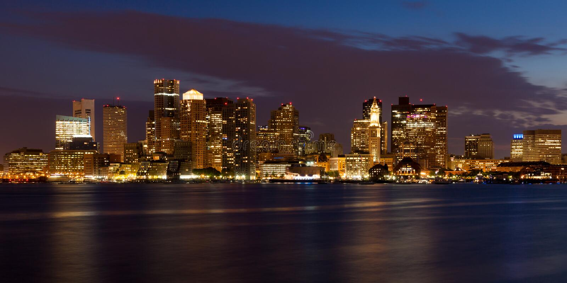 Orizzonte di Boston entro la notte immagini stock