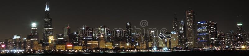 Orizzonte di Chicago al crepuscolo panoramico immagine stock libera da diritti