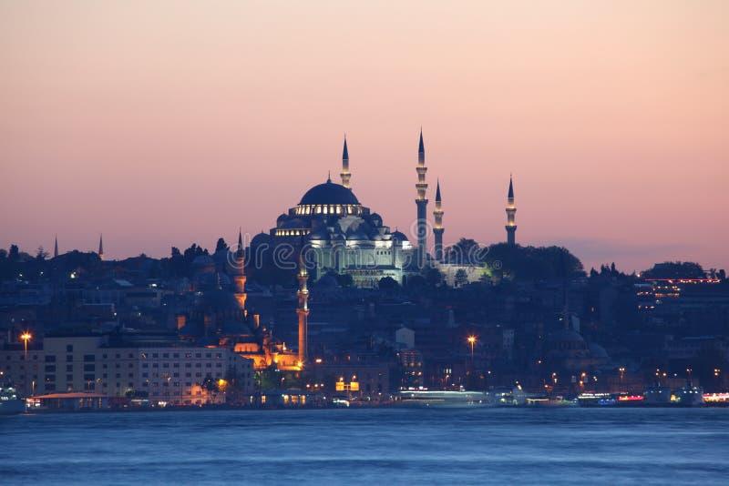 Orizzonte di Costantinopoli in sera fotografia stock libera da diritti