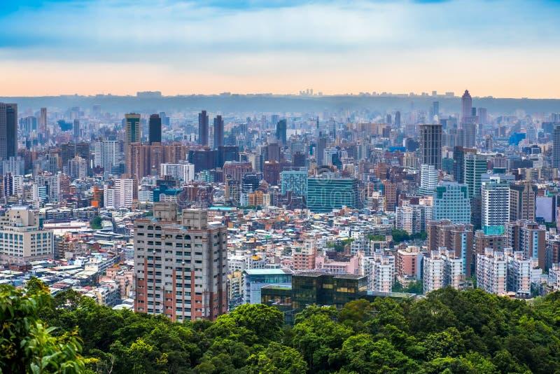 Orizzonte di costruzione di Taipei 101 di paesaggio urbano di Taipei della città finanziaria di Taipei, Taiwan immagini stock