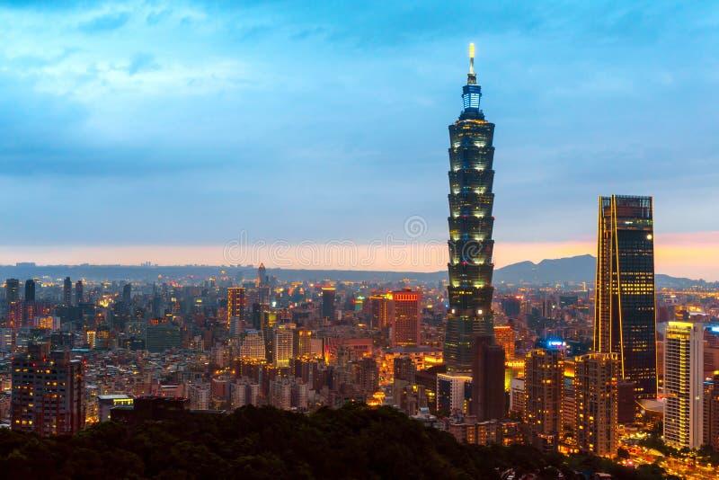 Orizzonte di costruzione di Taipei 101 di paesaggio urbano di Taipei della città finanziaria di Taipei, Taiwan fotografie stock libere da diritti