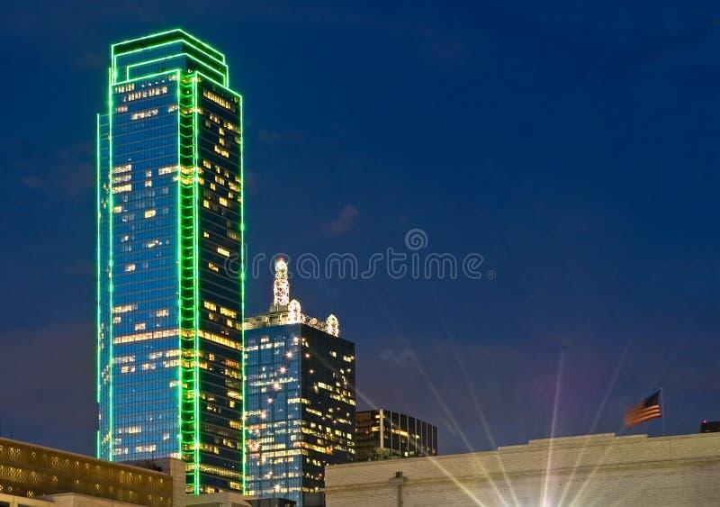 Orizzonte di Dallas alla notte immagine stock libera da diritti