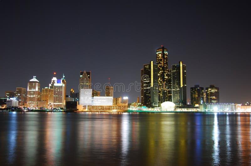 Orizzonte di Detroit alla notte fotografie stock