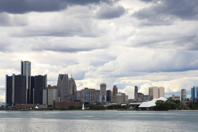 Orizzonte di Detroit da Belle Isle immagini stock