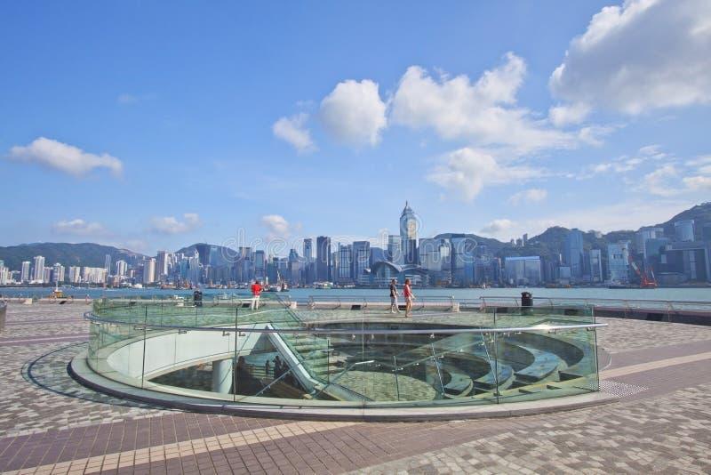 Orizzonte di Hong Kong a tempo di giorno lungo lungomare fotografie stock