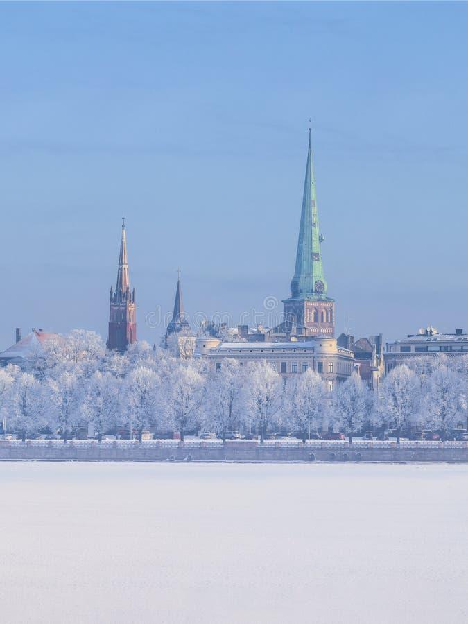 Orizzonte di inverno città lettone di Riga della capitale di vecchia immagini stock libere da diritti