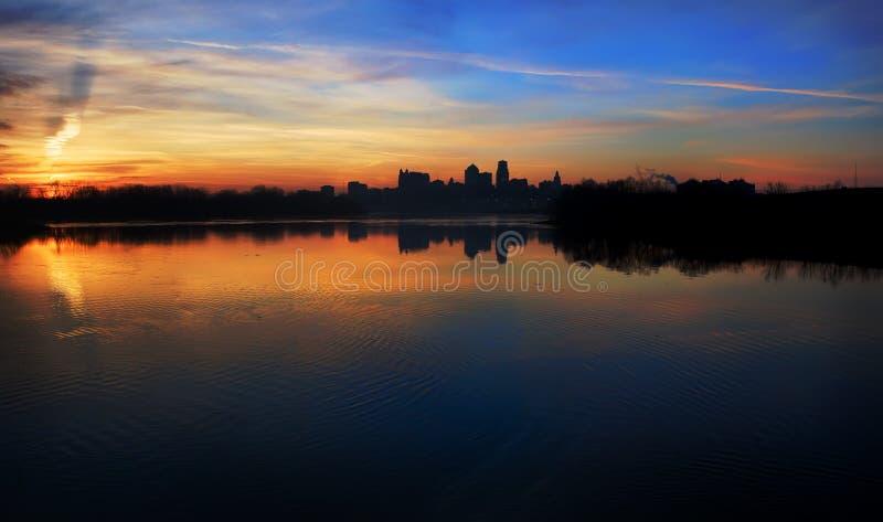 Orizzonte di Kansas City ad alba panoramica fotografia stock