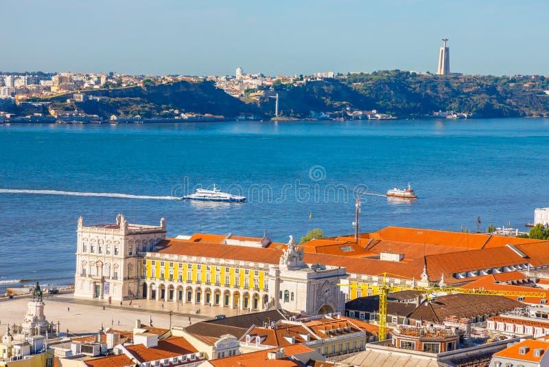Orizzonte di Lisbona il Tago immagine stock