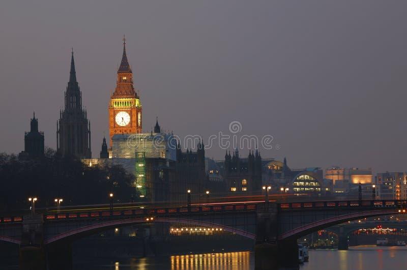 Orizzonte di Londra, notte immagini stock libere da diritti