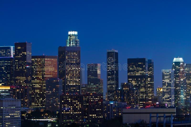 Orizzonte di Los Angeles al crepuscolo fotografia stock libera da diritti