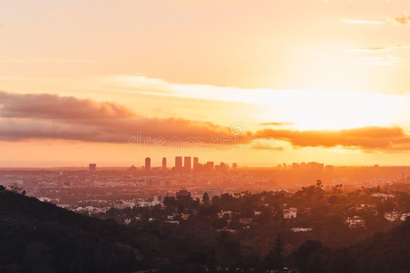 Orizzonte di Los Angeles al tramonto fotografia stock