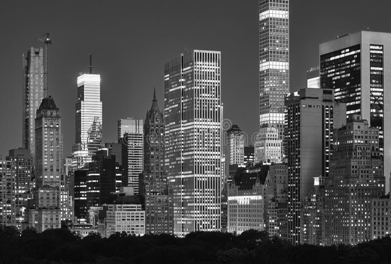 Orizzonte di Manhattan sopra il Central Park alla notte, NYC immagini stock libere da diritti