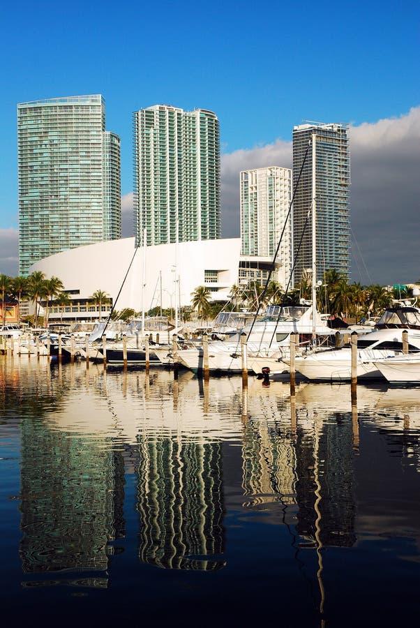 Orizzonte di Miami al porticciolo di Bayside immagine stock libera da diritti
