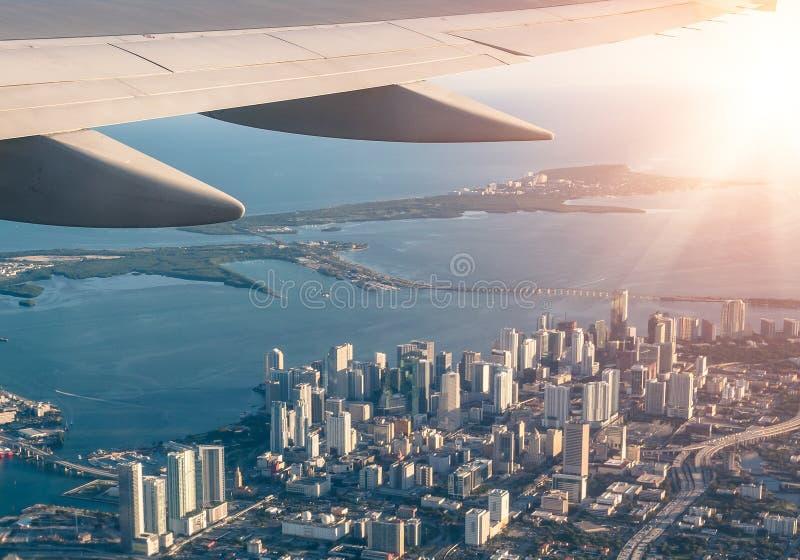 Orizzonte di Miami dall'aeroplano immagini stock