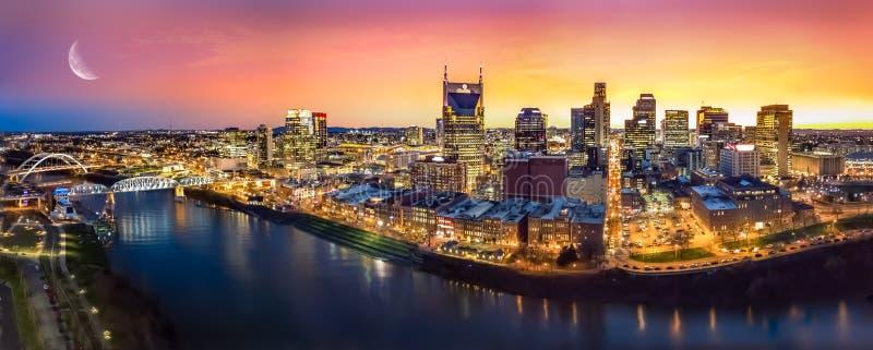 Orizzonte di Nashville con la luna immagini stock libere da diritti