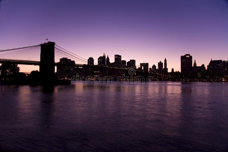 Orizzonte di New York alla notte fotografie stock