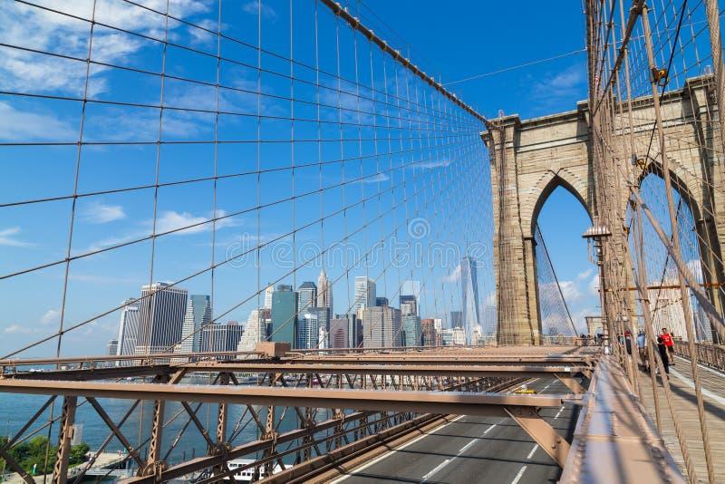 Orizzonte di New York dal ponte di Brooklyn immagini stock libere da diritti