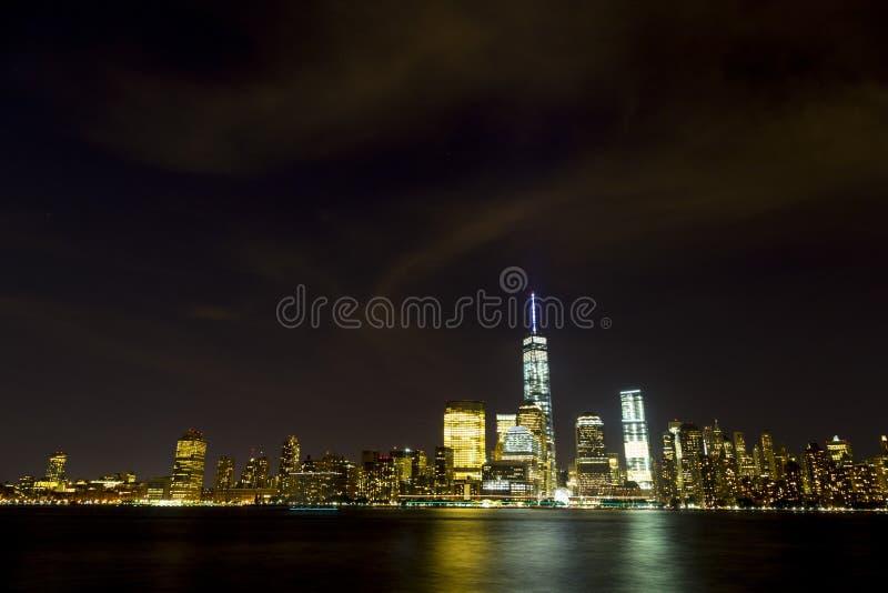 Orizzonte di New York osservato dal New Jersey immagine stock