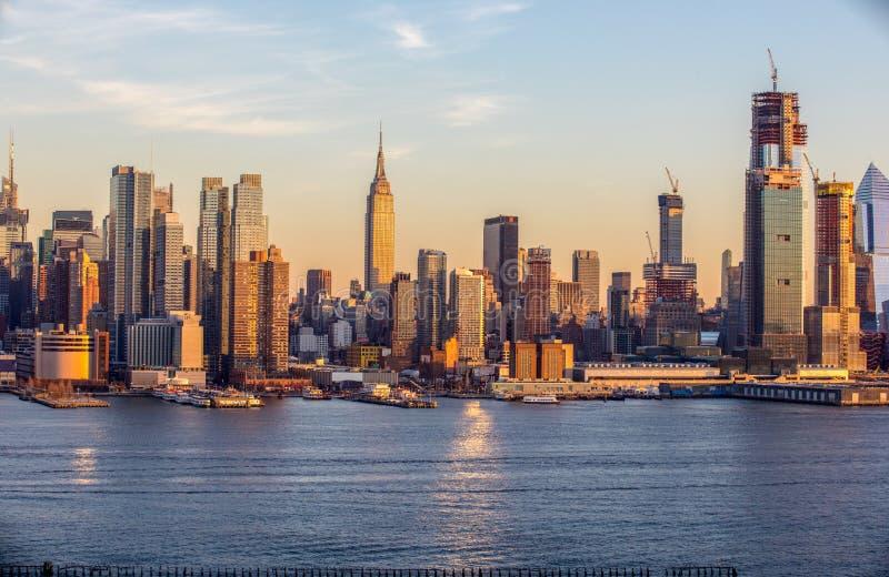 ORIZZONTE di NYC nel tempo di giorno fotografie stock libere da diritti