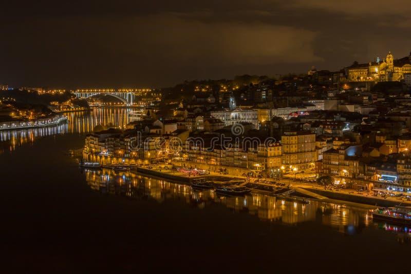 Orizzonte di Oporto di notte immagine stock libera da diritti