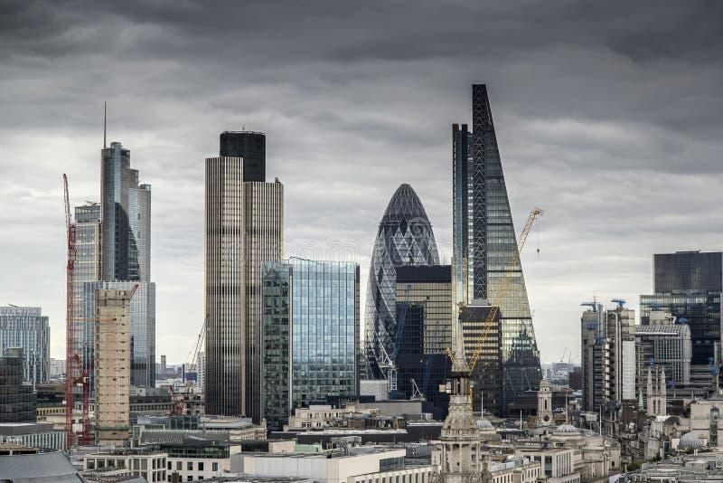 Orizzonte di paesaggio urbano di Londra con le costruzioni iconiche del punto di riferimento nella C fotografie stock