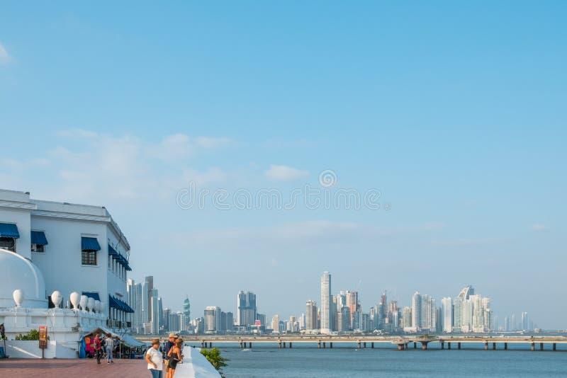 Orizzonte di Panama City, vista da Casco Viejo con il backg del grattacielo fotografia stock libera da diritti